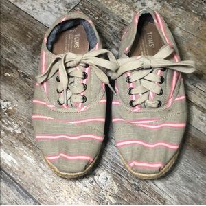 Toms | Pink Tan Canvas Lace Up Shoes size 6